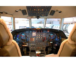 Carlos de pilar aviation consulting flugzeughandel for Interieur falcon 2000